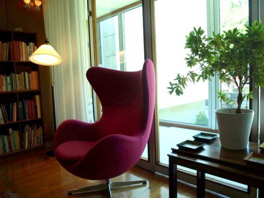 Jacobsen Egg Chair in Danish Embassy.