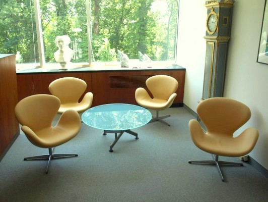 Four Jacobsen swan chairs