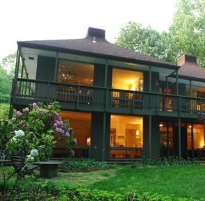 Hugh Newell Jacobsen's Pod House