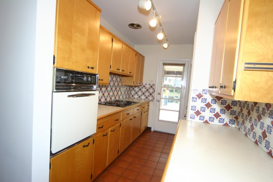 3700 Calvert Place - old kitchen