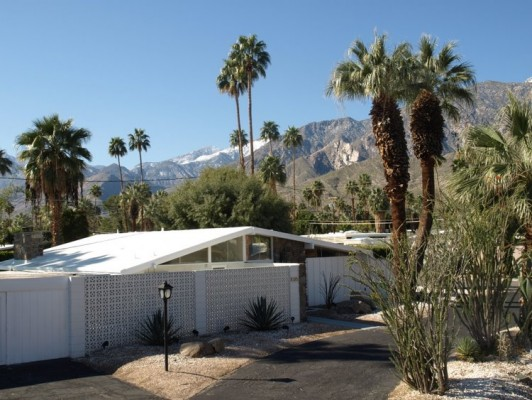 Front-gabled MCM in Palm Springs