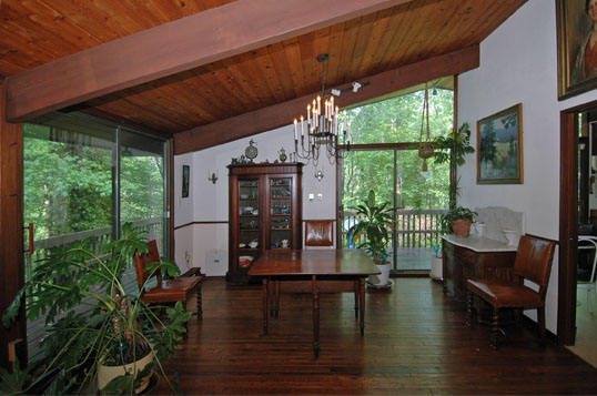 Deck House in Moyaone