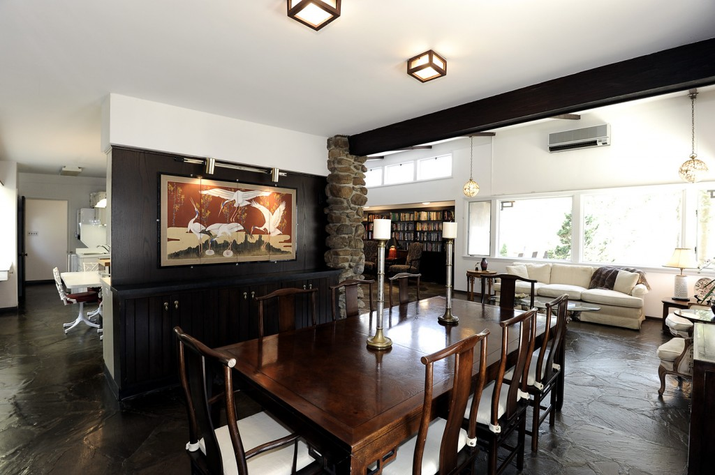 2510_Rockwood_Rd_dining