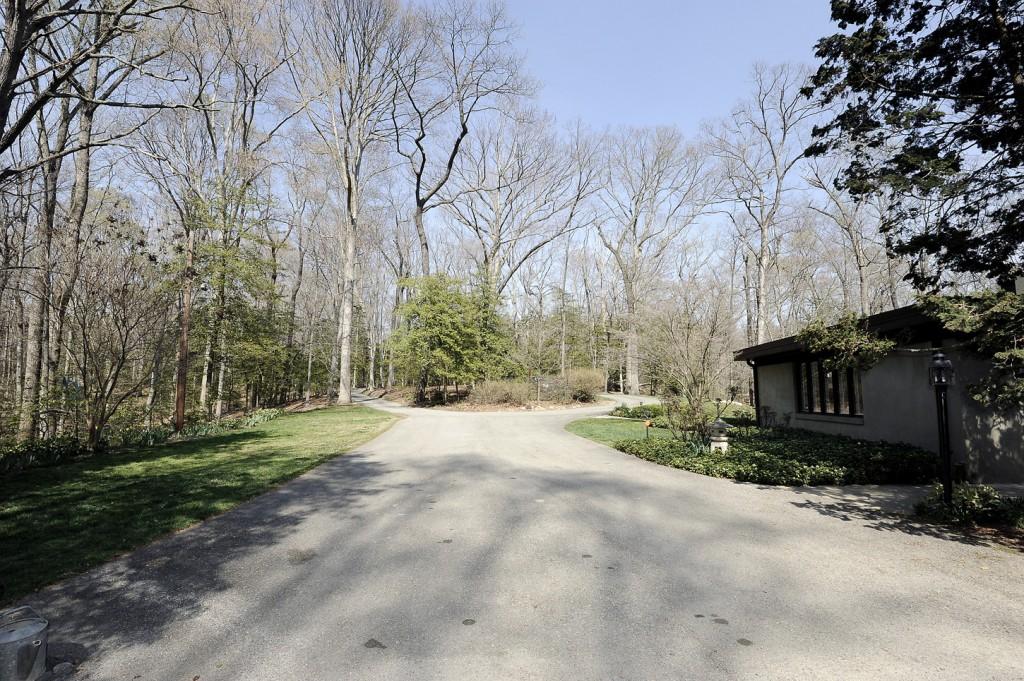 2510_Rockwood_Rd_driveway