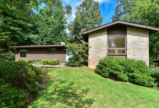 Mid-century modern home by Deigert & Yerkes in Manor Woods.